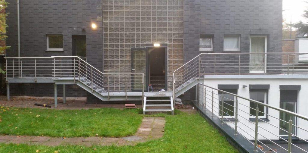 Treppen und Podeste mit Edelstahl Geländer in Düsseldorf