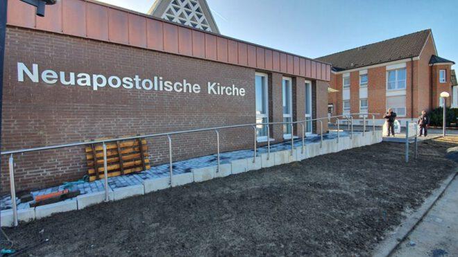 Vordach und Brüstungsgeländer bei Neuapostolische Kirche in Iserlohn