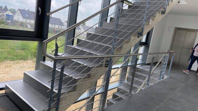 Treppengeländer aus Edelstahl Ärtztehaus in Wuppertal